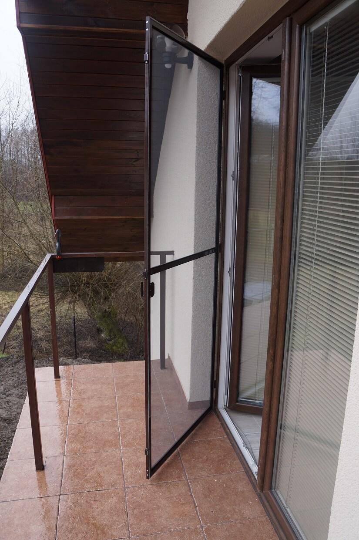 Moskitiera drzwiowa otwierana